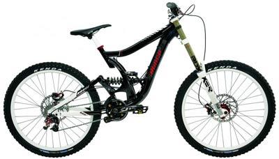горный велосипед с рамой типа двухподвес